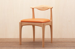 UNE CHAIR
