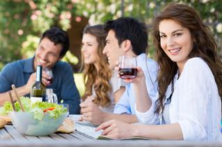 Περίεργα επιστημονικά συμπεράσματα : οι άντρες τρώνε περισσότερο για να εντυπωσιάσουν τις γυναίκες