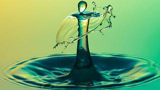 Πόσο νερό πρέπει να πίνουμε καθημερινά και πόσο σημαντικό είναι τελικά;