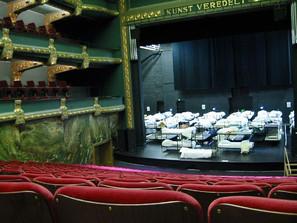 Artigo: Palcos vazios, apartamentos apinhados: Curadoria performativa das artes performáticas