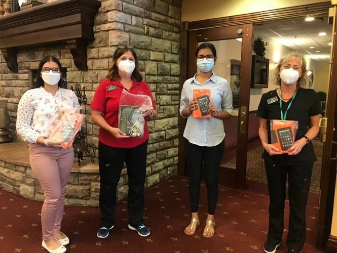 Our Arizona lead, Nidhi Athreya, and volunteer, Sohani Sandhu, dropped off 18 devices to Advanced Healthcare of Mesa, a senior assisted living facility! This drop-off included 6 brand new Amazon Fire tablets. Amazing work by the AZ team helping their local low-income seniors get access to healthcare during the pandemic!