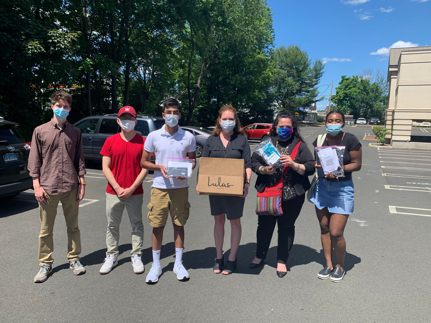 Our CT Team including Aakshi Agarwal, Max Golden, Evan Cheng, Siddharth Jain, and Alexandra McCraven dropped off 10 devices to the Va Visn New Haven Vet Center! This is CT's fourth partner clinic.
