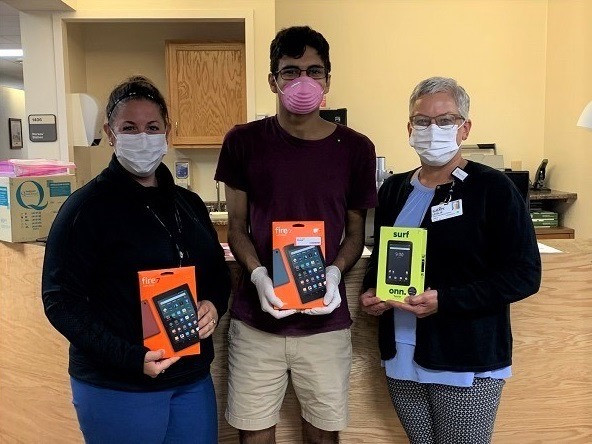 Our Maine lead Jay Philbrick and volunteer Emma Raven donated 20 devices to Cary Medical Center in Caribou, Maine! They were able to fulfill their entire demand! This drop-off is especially important as Cary Medical Center is one of only four hospitals in the rural area where digital access is limited. This makes it crucial for patients to be able to readily access their doctors through these devices. Glad to see our Maine team making such a big impact on their community!