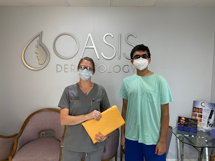 Our Co-founder Arjun Verma recently dropped off an iPad to Oasis Dermatology in Orlando! Oasis Dermatology reached out to us requesting for an iPad so that one of their senior patients could do a FaceTime check-up with their doctor. Arjun was able to quickly fulfill their request! Great work!