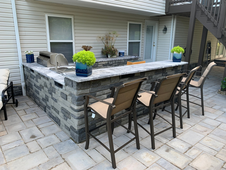 Outdoor double topped bar