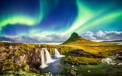 northern-lights-waterfall-iceland-ICELANDHOT0517