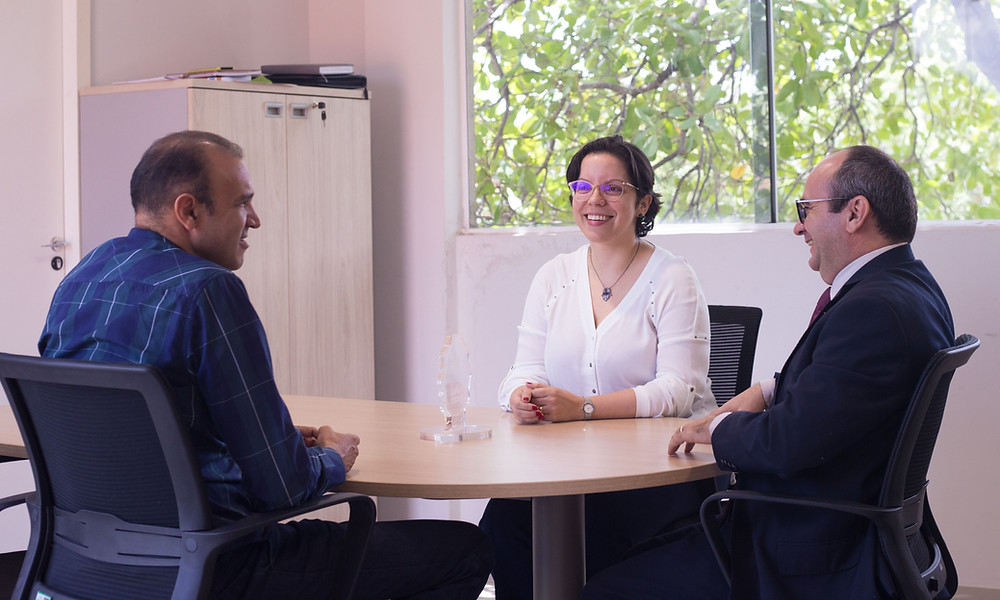 Coordenador do projeto com os defensores públicos dr. Erisvaldo e dra. Carla Yásca.