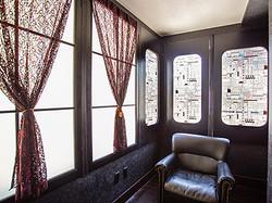 ステンドグラスと窓のエリア