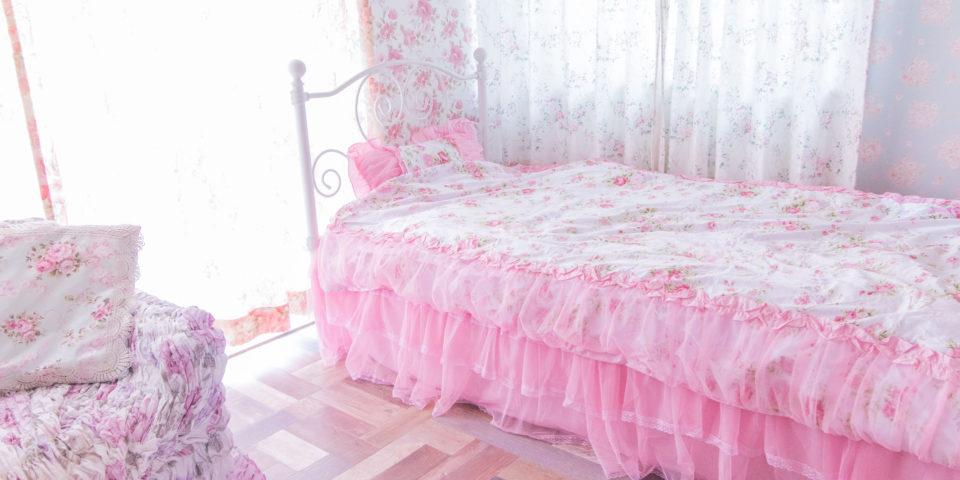 ベッドと自然光