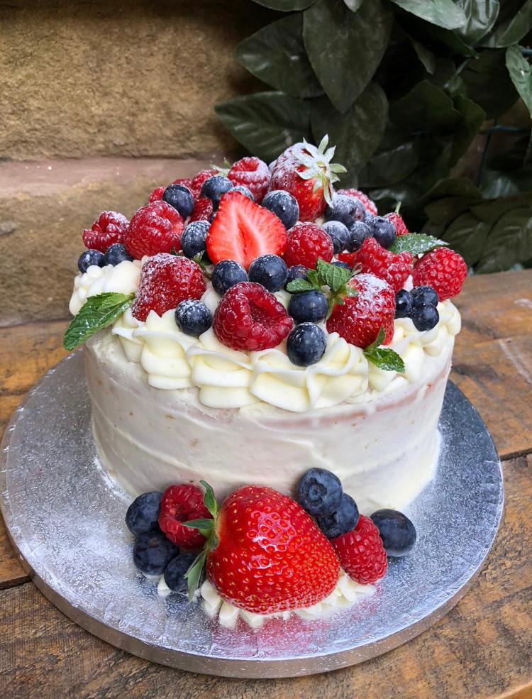 Victoria sponge with fresh fruit