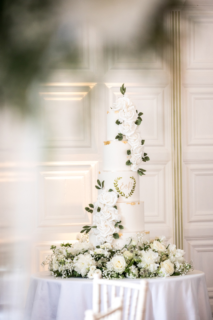 Perfectly judged, perfectly placed: florals can further enhance even the most stunning wedding cakes