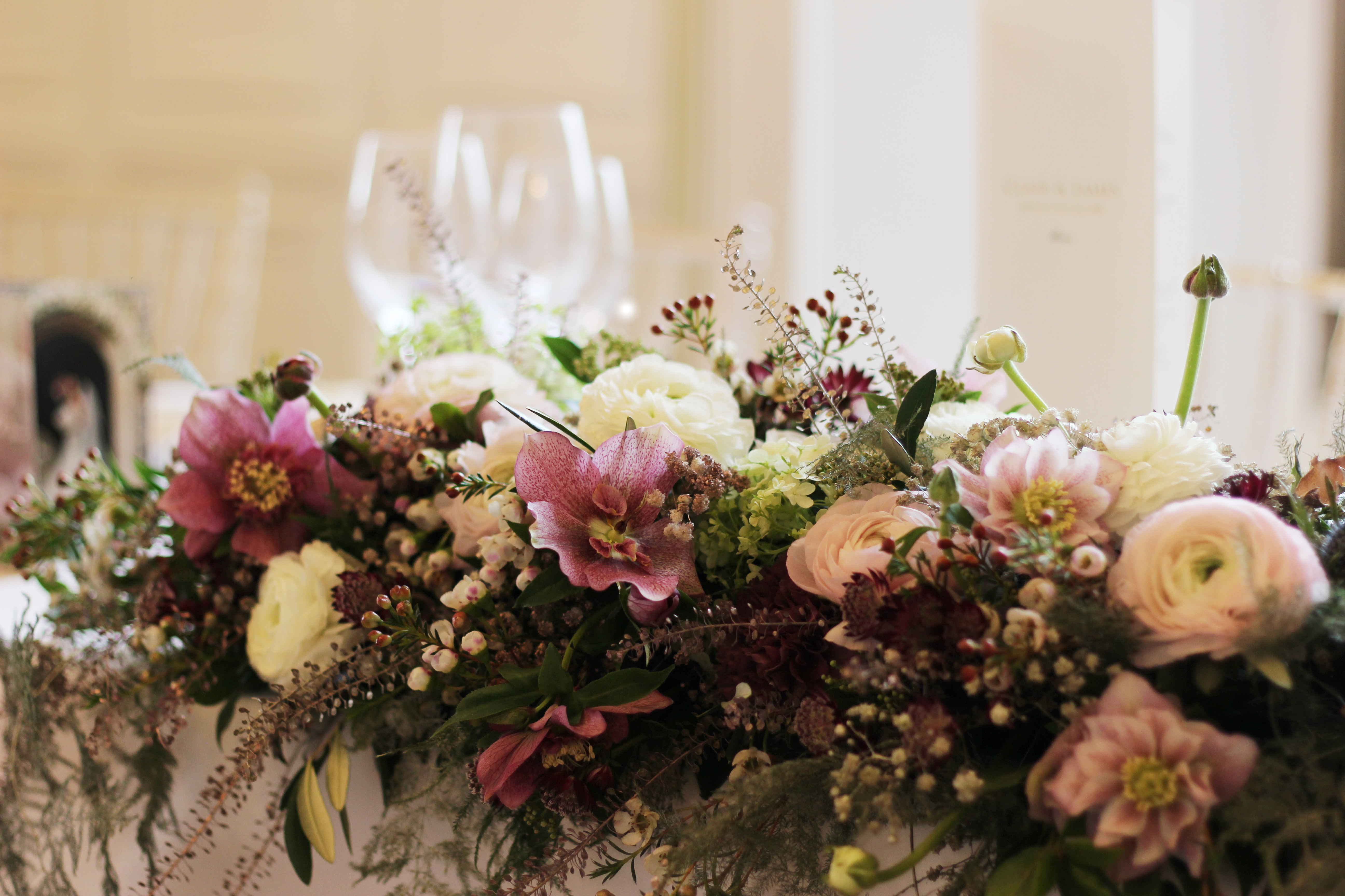 Spring top table arrangement
