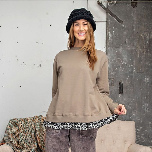 ANIMAL PRINT RUFFLED PULLOVER-OLIVE