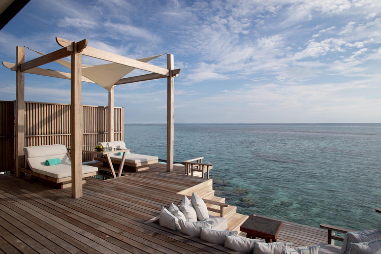 OZEN RESERVE BOLIFUSHI - Ocean Pool Suite with Slide - Terrace