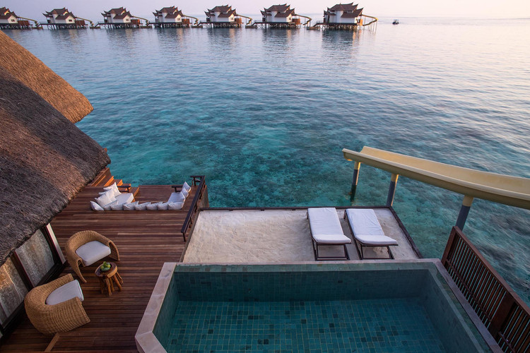OZEN RESERVE BOLIFUSHI - Ocean Pool Suite with Slide - Deck