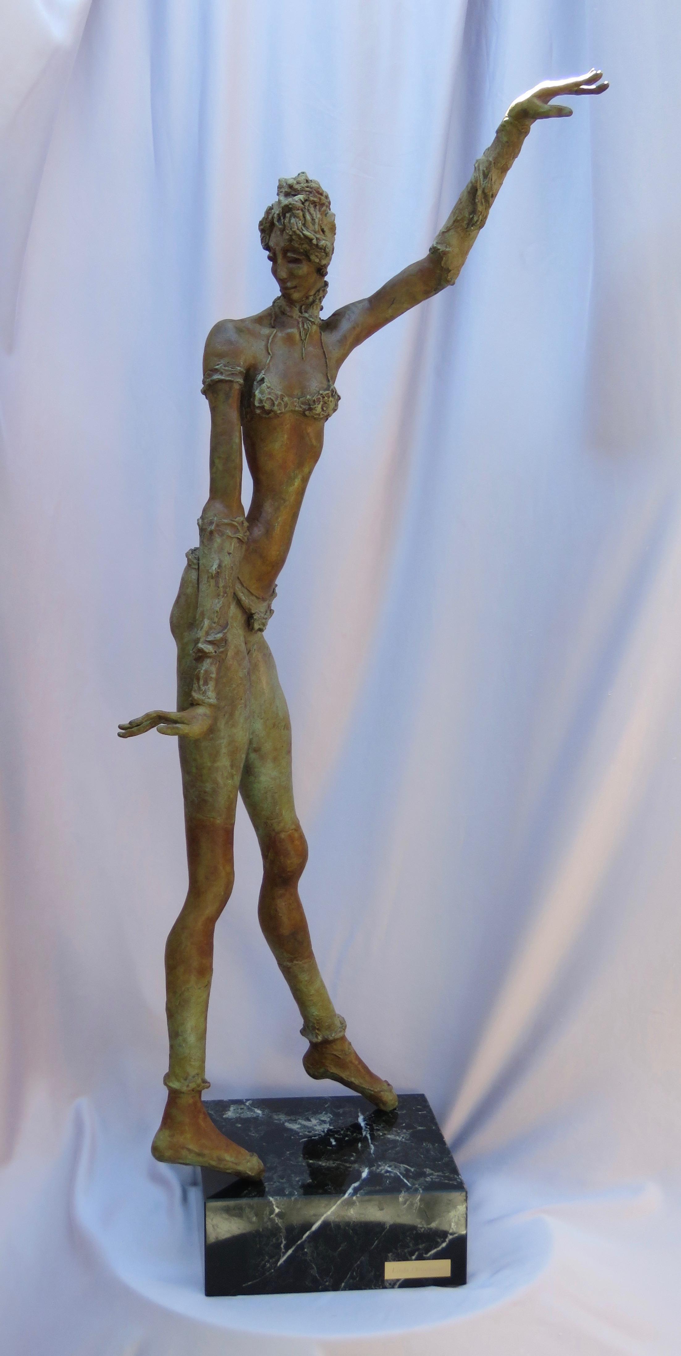 Bronze Bellydancer 10wx8dx32h_