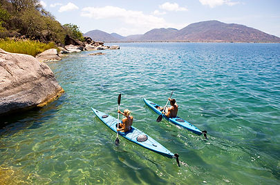 canoeing-at-cape-maclear-off-domwe-islan