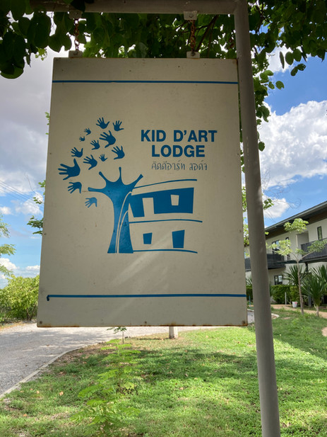 KID D'ART HOTEL SIGNAGE.JPG