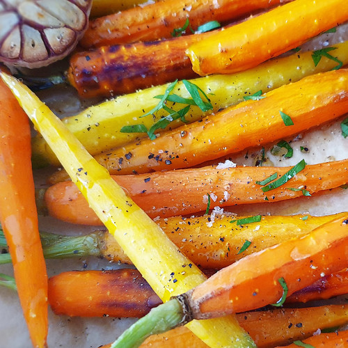 Baby Carrot Baked with Garlic and Maple Syrup