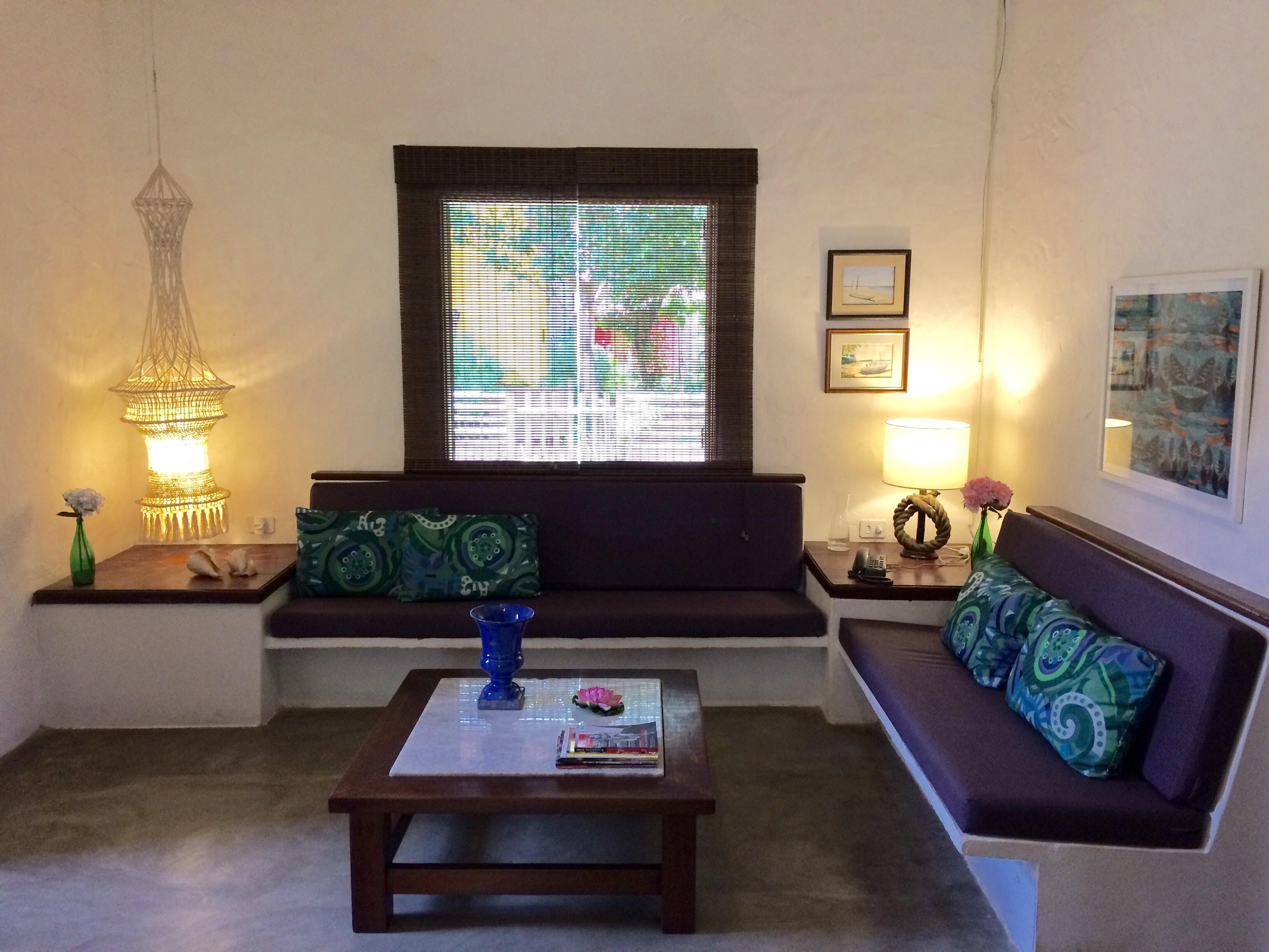 Sofás e mesas na Sala de Estar