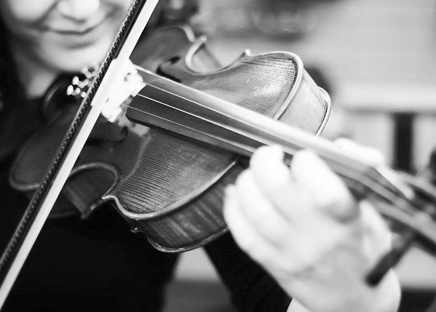 Fiddleplaying2-1024x683_edited.jpg