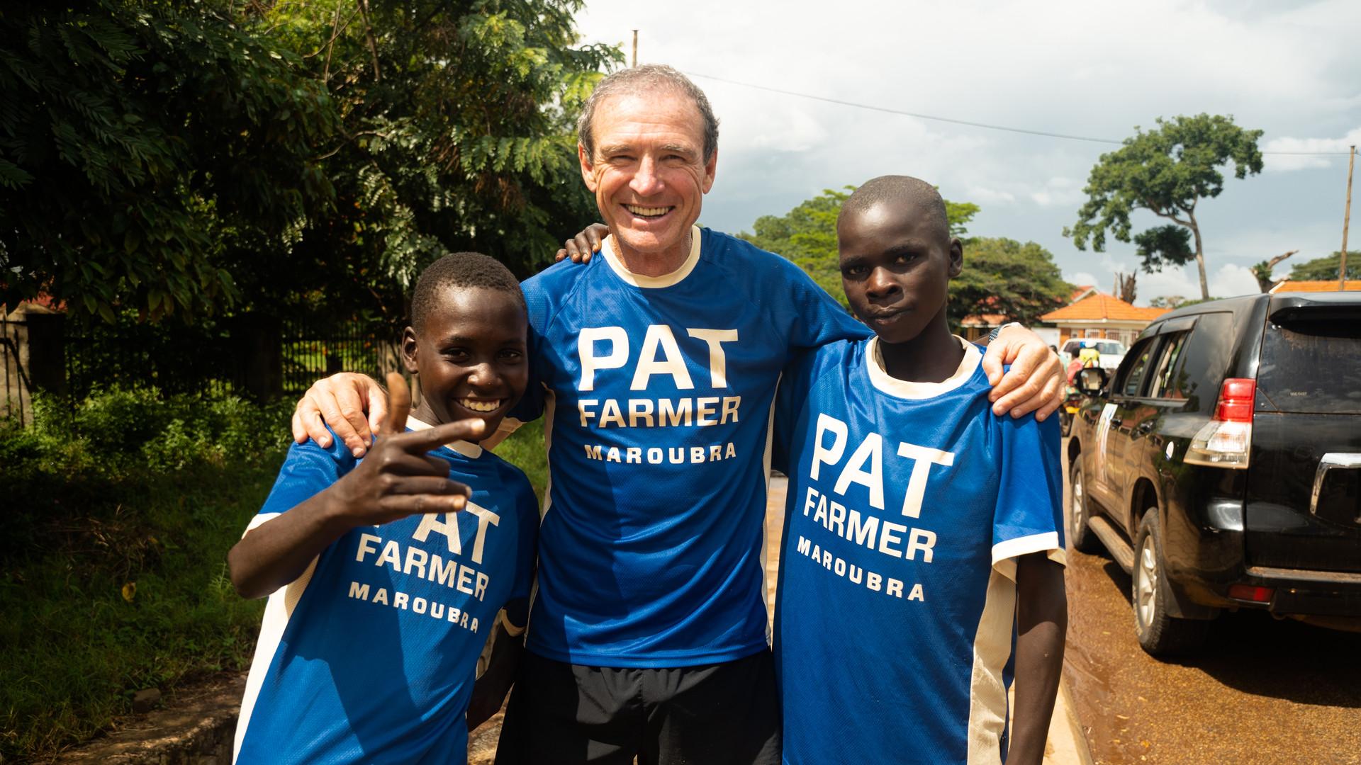 Pat Farmer with Ugandan children