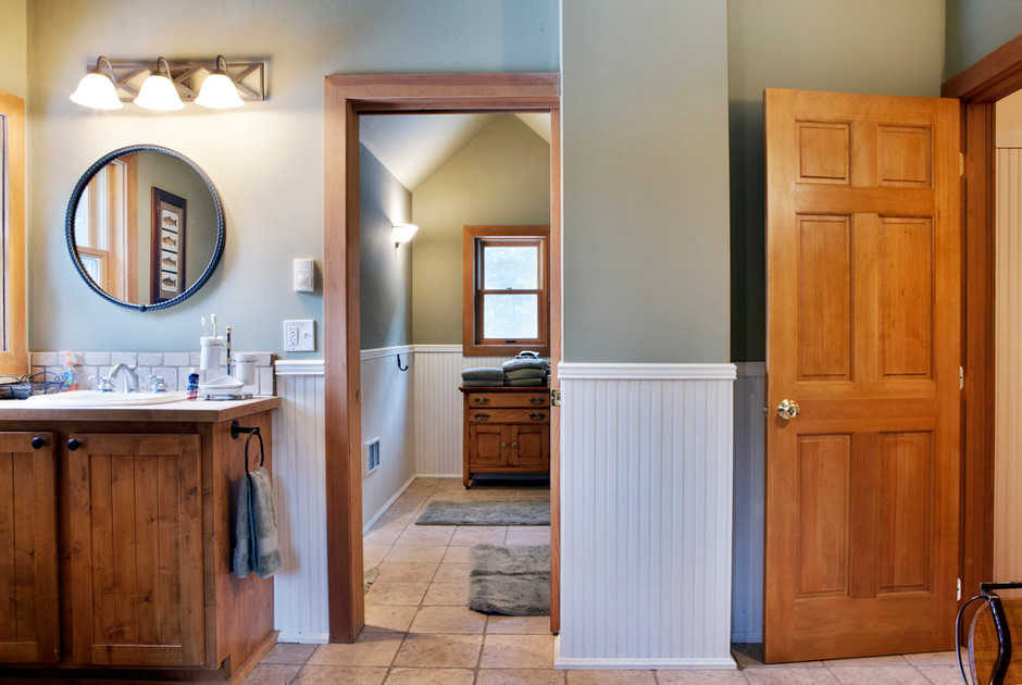 bathroom-upstairs-1.jpg
