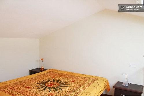 Studio Flat   Double Bed in loft