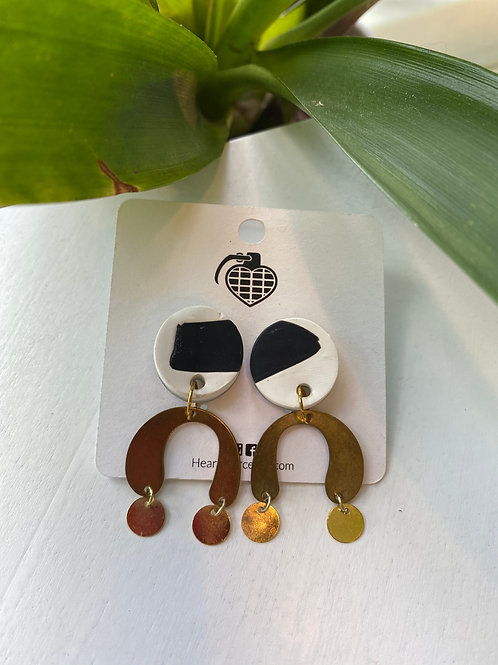 Black+White color block with dangly gold arch // earrings