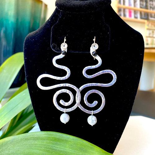 Howlite+onyx large swirls // earrings