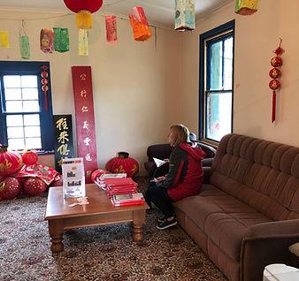 Visitors  in living room in Hotel Harita