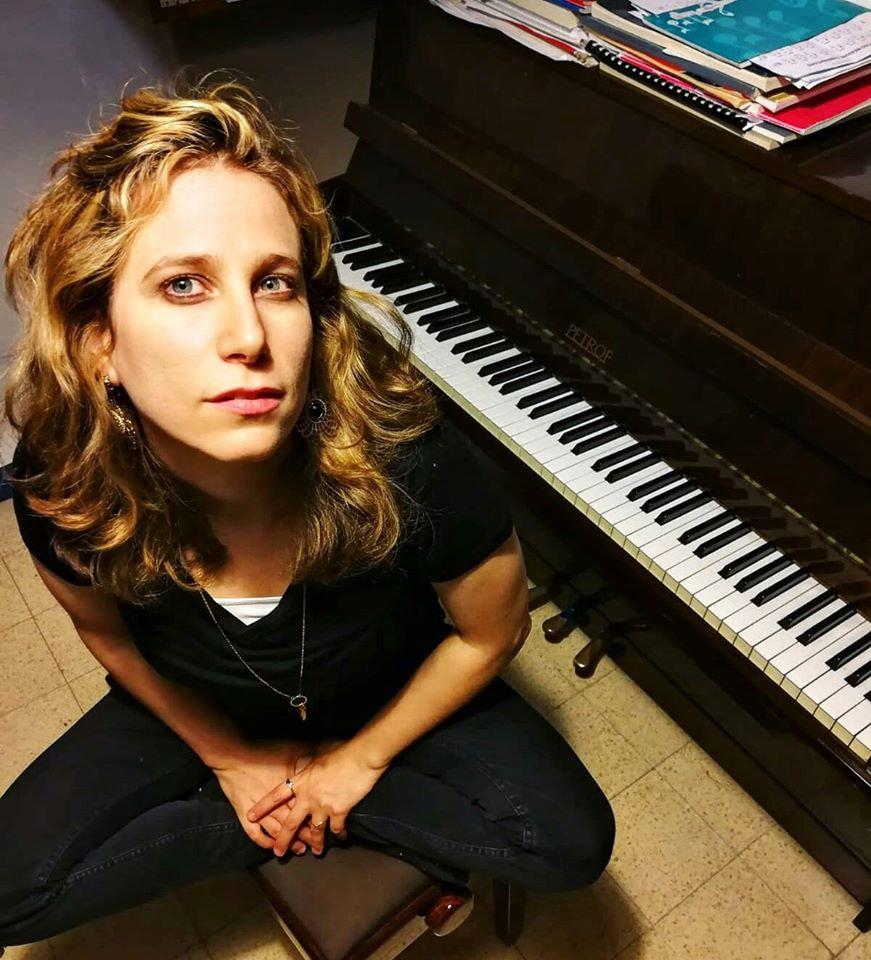 מירב -תמונה פסנתר שאורית צילמה.jpg