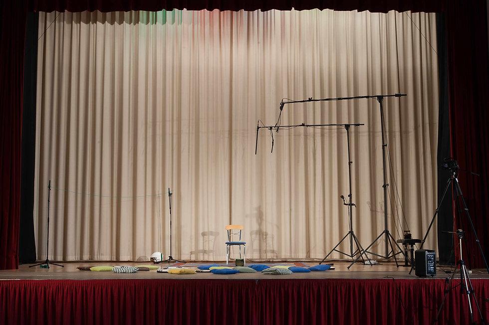 Bühnenvorhang.jpg