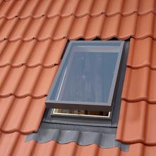 חלון יציאה לגג רעפים