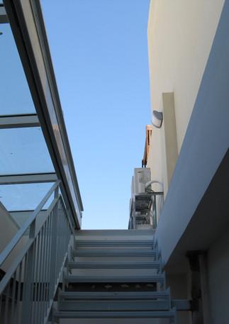 סקיילייט נוסע יציאה לגג