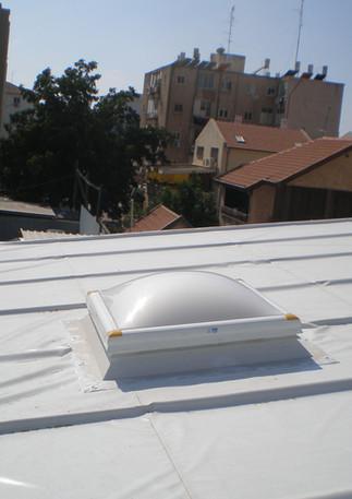 כיפת תאורה קבועה על גג פנאל