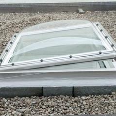 כיפת תאורה חשמלית לגג בטון שטוח