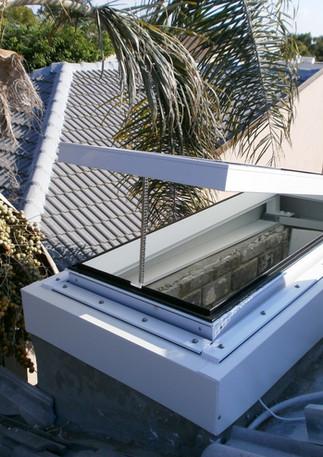 חלון גג סקיילייט נפתח חשמלי