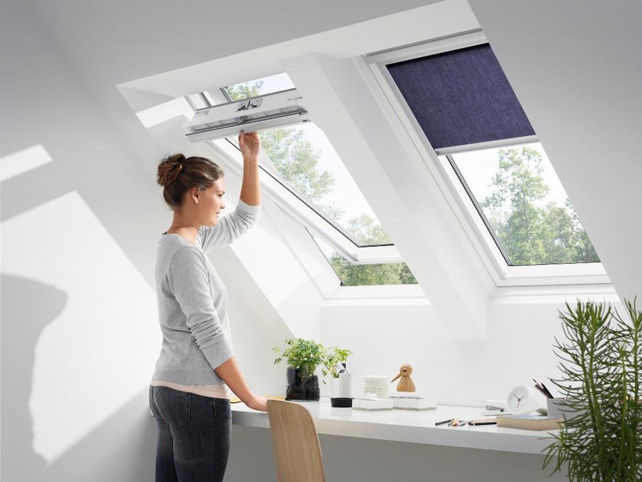 חלון לגג רעפים ציר מרכזי- VELUX