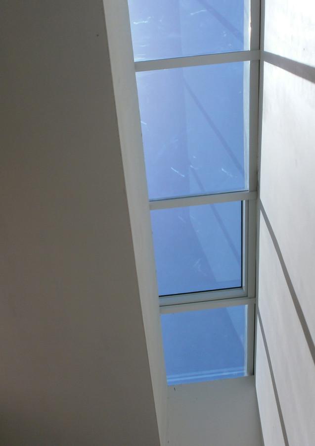 סקיילייט חד שיפועי עם חלון חשלי נפתח