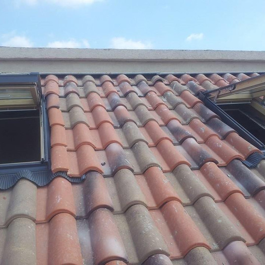 חלונות גג רעפים ציר כפול