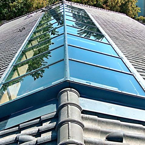 סקיילייט קבוע על גג רעפים