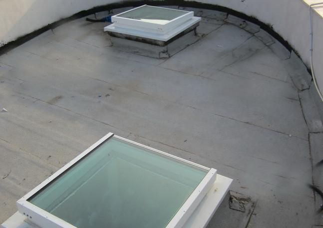 2 חלונות סקיילייט נפתחים