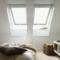 חלונות גג צירים כפולים