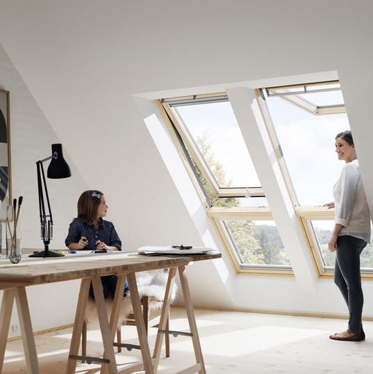 2 חלונות ציר כפול עם חלון קבוע