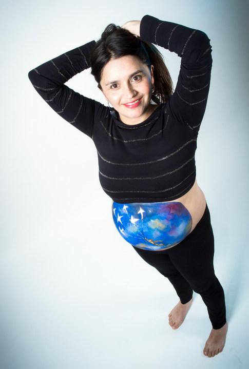Sesión de embarazo Panza pintada en Santiago