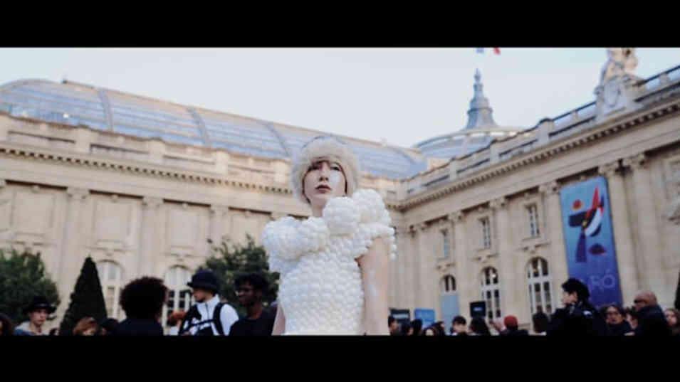 world tour in Paris -EMIJINGU-