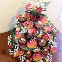 Pièce montée fleurie cupcakes