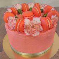 Gâteau fleuri macarons