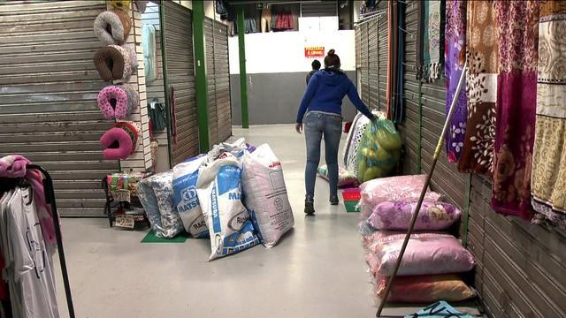 Polícia apreende mais de 500 kg de produtos falsificados na Feirinha da Madrugada, em SP